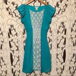 Pinky pull over dress size Medium in EUC